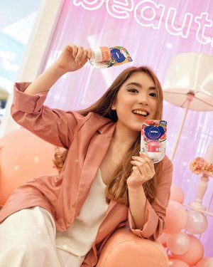Excited for the launch of @nivea_id Pop! Ball today at @shopee_id 🥳🎉 So lucky to be getting this one before anyone else 🤪 But you can get it TODAY too via Shopee 🧡 Btw from the 1st til 4th July, there'll be Nivea x Shopee Brand Day, so stay tuned for more FUNNNNN!—I have attached the link in my story in which you just need to swipe up! Or the link in my bio, it works just the same 💃🏻—#NIVEAPOPBALL#NIVEALIPPOPBALL#NIVEASUMMERFEST#NIVEAPOPBALLEXPOSED📸 @ellenstephaniee .........#beauty #lips #lipbalm #beautyblogger #beautiful #blog #makeupjunkie #skincare #beautyenthusiast #beautyinfluencer #makeuplook #beautyjunkie #blogger #influencer #lifestyle #makeup #beautytips #bloggerstyle #tampilcantik #fashionblogger #makeupreview #ulzzang #lifestyleblogger #fashioninfluencer #clozetteid
