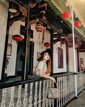 Re-discovering Jakarta and in complete AWE ♥️ I mean how will I know about this hidden place if not with #SweetEscapeJakarta?? Thank you for improvising & capturing this with your phone @reza.adigraha from @sweet.escape ⛩🏮 — . . . . . . . . #chic #edgy #china #chinese #stylish #elegant #bloggerstyle #fashion #styleinspo #instastyle #ootd #lifestyle #influencer #stylist #whatiwore #womensfashion #fashionistas #lotd #bloggerstyle #fashion #blogger #fashionblogger #fashioninfluencer #style #outfit #clozetteid #contentcreator