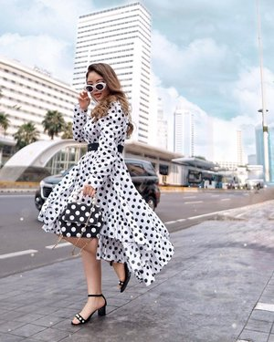 Feeling myself in Polkadot! ⚫�⚪�⚫�⚪�⚫�⚪�⚫�⚪�⚫�⚪�⚫�⚪�⚫�⚪�⚫� Fragments Midi Dress by @ghospell rented via @styletheoryid Ankle Strap Heels from @nocheid Polkadot bag from @steviiewong & @ellenstephaniee 🥰 — 📸 @steviiewong  #WhyBuyWhenYouCanRent #WomenOfStyleTheory #TrySomethingNew #StyleTheoryID #PriStyleDiaries . . . . . . . . . . . . . #whatiwore #polkadot #parisienne #city #chic #edgy #womensfashion #fashionistas #ootdbloggers #lotd #bloggerstyle #fashion #wiwt #lookoftheday #styleinspo #instastyle #ootd #styleblogger #blogger #fashionblogger #fashionpeople #fashioninfluencer #style #outfit #clozetteid