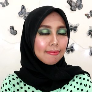 morning,  feeling green 👀 . pada video ini aku membuat eyelook yang serba hijau yang disesuaikan dengan baju nya. . .product: . @thefaceshop.official air cotton Makeup base- lavender . @altheakorea concealer -ginger . @beautyglazed palette eyeshadow- gorgeous me . @artisanpro eyelashes - . @maybelline fit me foundation- 115 ivory . @marckscosmeticind - white . @makeoverid blush on . @catrice.cosmetics eyeshadow palatte . @fanbocosmetics ultra satin lipstick . #beauty #clozetteid #beautygoers @beautygoers #beautiesquad #beautiesquad #tampilcantik @tampilcantik  #medanbeautygram @medanbeautygram @beautybloggerindoensia #beautybloggerindonesia #indobeautygram @indobeautygram #femalebeauty