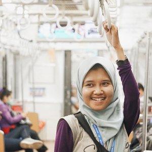 [Page 139 of 365]Sore habis hujan di Jakarta. Setidaknya mengobati suasana rindu menunggu buka di Pekalongan. Ketika suara tadarus bersahutan, pengajian kitab kuning, syahdu. Bukan sekedar kolak🤗•20 Mei 2018•Ps: 📸 @mahendrayana.st •#krl #commuterline #jakarta #whpgetlost #ramadan #blogger #clozetteid #hijab #hijabers #hijabblogger #hotd #sony #sonyforher