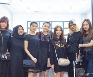 Congratulation @makeoverid on your #grandopening at @pakuwonmallsby!😍😍 Love the store concept and design💖  Special thanks to @katherinlakz💕  #clozetteid #makeoveratsurabaya #makeover
