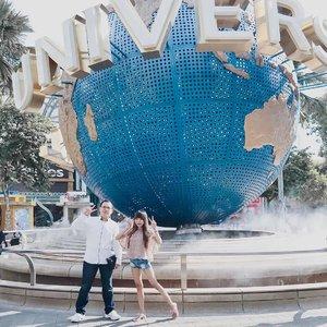 "All our dreamscan come true,if we have the courageto pursue them — Walt Disney 🍃-I have a funny stories behind this photo.Kelihatan ga kita b2 foto d sini berasa awkward bgt, krn yg fotoin mama aku. Mgkn kalo yg fotoin org lain dah peluk"" ato gendong""an x kayak ala"" foto estetik jaman naw 🤣-Ini juga pertama kalinya kita liburan ke luar negeri bertiga. Kalo kalian liat mgkn pasangan lain pergi kmn"" mskpn ada ortunya, mau mesra""an hayuk aja. Tapi beda buat @christadiputra 🙈 Dy bener"" kyk org baru pacaran kyk mau gandeng, rangkul, peluk, tu takut sama mama. Kalo ga keliatan baru kyk brani ngesayang"" dong 🤣-Sempet wkt d USS ini dy anter aku ke kamar mandi. Stelah keluar dr kamar mandi si @christadiputra ngegandeng sama rangkul aku kan kayak biasa. Then, I ask him :👧🏻 : Kenapa sih baru gandeng skrg?👦🏻 : Iya. Ntar kalo gandeng"" terus ato peluk"". Next time, sama mama ga d bolehin pergi lagi.👧🏻 : (I'm speechless)-Pdhl sebenernya si mamak tu yaa biasa aja sih. Ga yg gmn"" juga. Tapi @christadiputra berusaha well mannered bgt biar next time boleh ikut jalan"" lagi. He tried not to be a annoyed man. Tetep jadi diri sendiri, tapi gamau keliatan berlebihan.-Maybe, dia berhasil.Intinya mama selalu tanyain @christadiputra mau ikut lg ga next time 🙈 *pereus lu bang sm orang tua* 😛...#clozetteid #singapore #universalstudiosingapore #tephtraveldiary #singapore_insta #singapore🇸🇬 #coupletravel #singaporetravel #summertime #summerholidays #travelgram #travelaroundtheworld #traveler #bloggersurabaya #bloggerjakarta"