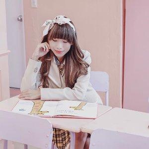 Anak pinter, Duduk belakang kalo lagi pelajaran. Duduk depan kalo lagi ujian — biar ga ada yg psst psst minta contekan 😛 . . . #clozetteid  #tephtraveldiary  #nuguna  #nuguna韓国制服レンタル  #nugunakoreanschooluniformrental  #nugunaschool  #schooluniform #uniforms  #koreanschool  #koreanschooluniform  #koreanschoolgirl  #koreanseries  #springbreak  #cherryblossom  #koreatravel  #bloggersurabaya  #bloggerjakarta  #influencersurabaya