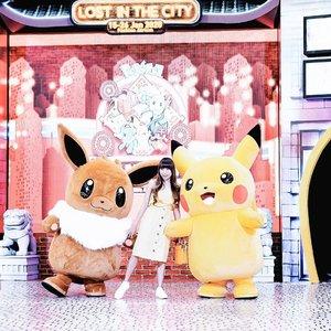 "Had a great time on, Pokemon lost in the city show by @crystalteamindonesia 😍 - Selalu totalitas sekali ! Pikachunya ga cuma 1 tapi ada 4 dong. Seru banget bisa liat parade pikachu dan eevee keliling mall. Terus liat mereka joget"" juga dong. Belom lagi mereka gayanya konyol banget. Ada aja usilnya. - Gak sabar deh, kira"" ada apa lagi yah nanti yg bakal d hadirin sama @crystalteamindonesia 🙈 Siapa tau bisa foto bareng karakter"" seru yg lain gitu ☘️ . . . #clozetteid  #pikachu  #eevee  #crystalteamindonesia  #pikachumemes  #stylegoals #whowhatwear #IGoutfit #revolveme #outfitidea #stylecollective #influencersurabaya  #influencerjakarta"