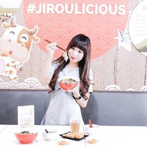 Craving for personalize food bowl?Please check this out 🍛-@jirou_id offering you 3 special dish : beef, chicken and salmon rice bowl 🙈Cuma bisa rice aja?Gak dong. Kalian kalian yg ga suka nasi, bisa ganti sm mi (change for free). Terus kalian juga lgsg dapet 1 tempura dan 1 mangkok miso soup (free flow). Ohya, minumnya juga di sini free flow loh. Asik ga?Kalian juga boleh ambil condiment sepuas puasnya ! Ada bawang daun, cabe, aneka saos : sambel bawang, saos kare, saos jirou, dan saos bbq 😛-@jirou_id juga kasi special menu juga buat kids loh. Jgn khawatir deh kalo mau bawa dedeq emesh ke sini.-What's good?Kalo aku pribadi suka sama menu beefnya dan nasi ! Ini juarak sih and you need to try this ☘️ Ohya, sampe tanggal 16 feb 2019 ada promo cashback loh dari @jirou_id. So, kalian bisa dapetin voucher makan 1 menu for FREE dan bisa d claim H+1 setelah kunjungan. Selain itu juga lagi ada GIVEAWAY loh ! Check their page now gaesss 🥣...#clozetteid #jirouid#ricebowl #ricebowls #japanesefood #salmonfood #beeffood #foodphotography #foodhall #foodgrams #influencersurabaya #influencerjakarta