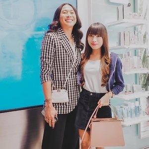 "Congratulation — for the grand opening 1st boutique of @cliniqueindonesia at Galaxy Mall, Surabaya 😍 - Ini boutique paket lengkap, krn d dlmnya ada @cliniqueindonesia cabin, dmn kita bisa facial"" manjyah juga 💯 - Super happy juga krn finally ketemu salah satu idola di youtube @joviadhiguna 🥰 Super nice and humble person, really. Thank you @cliniqueindonesia and @dikastiff for having me 🌻 . . . #clozetteid  #ootd  #potd  #potd📷  #ootdfash  #ootdfashionindo #ootdwatch  #ootdinspiration  #clinique  #cliniqueid  #boutique  #grandopening  #blogger  #bloggerlife  #bloggersurabaya  #bloggerjakarta  #influencer"