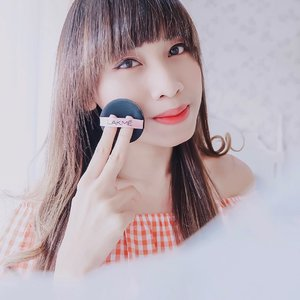 I'm proudly introduce to you, Lakme 9 to 5 Reinvent Primer Matte Cushion Foundation. Really, this is the one of the best cushion of the year 😍 - What's good? Tinted moisture texture Velvet-Matte finish Medium to high coverage SPF 30 Super light-wearing All day no touch up, omg ! Last up to 8hrs++ without sebum No need put any powder again Suitable for all skin type Sensitive skin approved 💯  Down side? There's no down side so far. I RATE IT 5/5 ! - Trust me ! You'll never regret or disappointed after trying this cushion. The quality is pretty good, the price super affordable and available in 6 shade. Psttt ! There's a promo for this cushion. Please check it on @lakmemakeup official account at shopee. Buy now or you'll regret soon 😛 . . . #clozetteid  #cushionserbabisa #alldaynotouch #lakmemakeup #ClozetteID #cushionfoundation  #lakmecushion  #cushionrecommendation  #bestcushion  #tephcollaboration  #bloggersurabaya  #bloggerjakarta