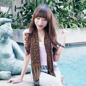 "Work hard — until you don't need to introduce yourself 💪🏻 . Feeling so cool wearing batik scarfs from @gsbatique 😍 - Oya ! Jangan sampai ketinggalan lelang batik di @gsbatique yah. Start dr 50k loh. Kalian bisa dapetin baju"" batik dgn model yg oke, pilihan warna yg banyak dan pastinya good quality. Cuss tengok ke @gsbatique 🌻 . . . #clozetteid  #potd  #ootd  #ootdfashion  #ootdshare  #batik  #batikindonesia  #batikmodern  #styleblogger  #blogger  #bloggerlife  #bali  #balilife  #thebalibible  #bloggersurabaya  #bloggerjakarta  #bloggerindo  #influencersurabaya  #influencer"