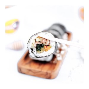 """Who's missed Korean food? - Kapan lalu aku baru aja cobain some of Korean food menu dari @sindangdong.kitchen 😍  Biar kalian ga penasaran, lgsg aja SWIPE to 2nd slide buat liat betapa menggodanya menu"""" dari @sindangdong.kitchen. - Kalo kalian bingung mana sih yg paling recommend. Nih ku urutin berdasarkan yg aku suka dan masuk di taste aku yah :  Bulgogi Kimbab Mixed Ddakganjeong Mozzarella Tteokbokki - Honestly, Ini pertama kalinya aku cobain kimbap loh. Soalnya aku ga suka bgt sama nori. Tapi stelah cobain bulgogi kimbap ini lgsg fix nanti kalo ke Korea lagi aku harus coba beli dong. - Cuss lah place your order ! @sindangdong.kitchen sering buka PO loh. Kalian bisa kepoin d IG mereka ☘️ . . . #clozetteid  #koreanfood  #tteokbokki  #kimbap  #bulgogi  #koreanfoods  #tephcollaboration  #influencersurabaya  #influecerjakarta"""
