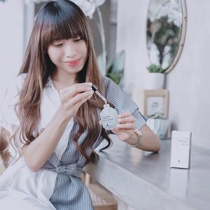 Dry skin?Maybe you need to try it !RoseHerb Perfect Built Up Serum is a hydrating serum with natural ingredients.-What's good?Texture serum ini cukup cair, mudah menyerap ke dlm kulit dan tdk lengket sama sekali. Aromanya mirip seperti lychee, jadi seger wkt di aplikasikan. Nah, kalo pgn seger lagi, simpen di kamar ber AC atau d dlm kulkas. Suitable for? Severe dry skin, dry skin, normal skin and sensitive skin approve it !There's no side effect after using this serum ! Kulit lgsg berasa seger, lembab, kenyal, dan halus. Make up jadi flawless dan gampang nempel 😍I RATE IT 5/5 !-How to use?Like another serum, you need to apply it twice a day (day and night) for maximal result.-Where to buy?On my @charis_celeb to get special price and additional discounthttp://hicharis.net/tephieteph/FA1I bet you'll like this serum, in the first try 🍃...#clozetteid #steambase #steambaseserum #charis #charisceleb #hicharis #hicharis_official #roseherbperfectbuildupserum #hydratingserum #recommendserum #skincareroutine #skincaretips #bloggersurabaya #bloggerjakarta