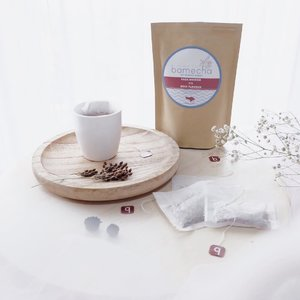 Life is like a cup of tea —It's all in how you make it 🌻...#clozetteid #potd #flatlay #design #designlife #tea #cupoftea #photo #foodie #foodphotography #photooftheday #blogger #bloggerlife #bloggersurabaya #bloggerjakarta #influencer