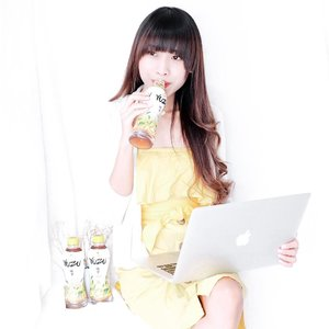 "Lately,Lagi kurang tidur banget.Sedangkan udara d sini lagi terik""nya yg buat kesehatan menurun dan sering banget dehidrasi.-Well, setelah coba cari"" minuman apa yg oke dan baik buat kesehatan, akhirnya ku menemukan YUZU Tea dari @yuzutea.id. Rasa daun tehnya kerasa bgt karena d ambil dr daun"" teh pilhan. Selain itu, juga ada kandungan buah Yuzu dr Jepang yang buat minuman ini jadi seger.-So, dgn aku mengkonsumsi ini, aku ga cuma bakal terhindar dr dehidrasi aja tapi juga sehat dong tentunya. Selain itu, juga bs supply kebutuhan vitamin C harianku. #YUZUTeaOriginal #YUZUGreenTea...#clozetteid #tea #teatime #todayimwearingthis#ootdpost#mywhowhatwear#stylediary#oufitpost#stylegoals#whowhatwear#IGoutfit#revolveme#outfitidea#stylecollective#tephcollaboration #influencersurabaya #influencerjakarta"
