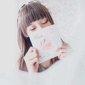 """A lot of deadline,in past few days ago. Make me sleepless, exhausted and got a panda eyes. Don't ask me about my eye bag ! It's worst ~-Then, I found @steambase_official daily eye mask 😍 This is the first time I tried a eye mask like that. I really recommend it to you !-Biasanya eye mask itu paling di pakai d bawah mata kan? Macem masker biasa kecil gt. Tapi @steambase_official create a daily mask yang bener"""" buat mata kita relax ! Bentuknya seperti penutup mata waktu tidur dgn 6 aroma dan bentuk yg berbeda beda.-What's good?Daily eye mask ini rasanya anget banget wkt pertama x di pake. Makin lama makin panas dan ketika maskernya ngegembung dan rapet d mata, rasanya kayak di pijet"""". Enakkk ! 😍 Baru kali ini aku cobain eye mask seperti ini.-How to use?Caranya gampang, kalian tinggal pakai aja seperti eye cover gt. Ada lubang pengait d telinga dan tunggu sampe 25 menit untuk hasil maksimal. Kalo kalian masih ngerasa nyaman tunggu aja sampe angetnya ilang. Cocok banget kalo d pake malam hari sembari tidur. Mata bisa bener"""" langsung fresh.-Where's to buy?Tinggal klik ke @charis_celeb shop aku : http://hicharis.net/tephieteph/fp5Dapetin diskon dan harga spesial buat @steambase_official daily eyemask ini. Ohya, dalam 1 kotak isinya 6 pcs yah. Dengan bentuk dan wangi yg berbeda beda 🌻...#clozetteid #tephcollaboration #charis #charisceleb #hicharis#hicharis_official #steambase #steambasekorea#dailyeyemask #eyemask #eyemaskmurah #eyemasksale #bloggerjakarta #bloggersurabaya"""