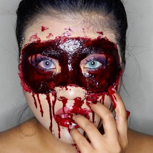[#BellazheeMakeup ] . BOO!!! . Tjis happen when they said took off your mask! . Should i tell everybody that im bleeding inside? Should i said im in a serious pain?? Well maybe i should. . #bringouttheboo submission . #Clozetteid #beauty #BeautygoersID #bunnyneedsmakeup #beautiesquad #beautybloggerindonesia #bloggirlsid #BeautyCollabID #beautychannelid #bloggermafia #bloggerperempuan #emak2blogger #setterspace #makeup #motd #makeupfreak #halloweenmakeup #halloween #mood #fxmakeup #sfxmakeup #scary #bleed #crazy