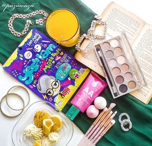 """. Swipe to see the review!! . 🌹Sekarang giliran item makeup dari Cathy Doll. Brand yang sudah dikenal dengan packagingnya yang super cute dan """"niat""""🌹 . 👉Aku sebenernya kenal brand asal thailand ini sudah sejak lama. Menurut aku semua produknya tidak ada yg mengecewakan. . Kalian bisa lihat review singkatnya di foto ya. Jangan males baca!!! . . . Tencu @cathydollindonesia  @bandungbeautyvlogger . . . #bandungbeautyvlogger  #1stgatheringbbv  #cathydollindonesia #clozetteid #beauty #makeup #skincare #koreanmakeup #koreanskincare"""