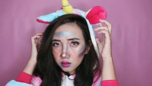 [Merasa failed, tapi sayang dibuang] Btw, this look inspired by Ezra Miller on THR. He looks so perfect with unicorn jumpsuit, so I tried to make a makeup look for pajamas party cosplay.  What I Used? - The Ordinary Cover Foundation - Maybelline Age Rewind Concealer @maybelline - Beauty Creation Tease Me Palette @beautycreations.cosmetics - Morphe Jaclyn Hill Palette @morphebrushes - Pixy Matte In Love @pixycosmetics • • • #clozetteid #motd #motdindo #setterspace #indobeautygram #BeautyBloggerIndonesia