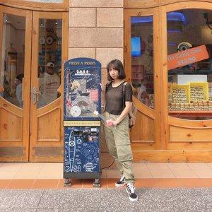 Dora meet Minions equals ...? 📸 @ayu_azwar  #clozetteid