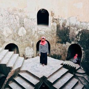 Karena sendirian sudah terlalu sering, sekarang fotonya berdua dong sama diri sendiri juga 😆🤗 - 28 Mei 2017#clozetteid #tamansari #jogjakarta
