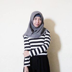 Captionnya terserah yang liat ajaadah 👌 . #ootd #clozetteid #ggrep #striped #blackwhite #hijabstyle #hijaboutfit