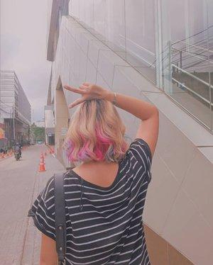 Udah sebulan warnain rambut di @hairnerdsstudio @ariefs_20 dan warnanyaa masih cakeppp 🔥🔥🔥🔥🔥..#clozetteid