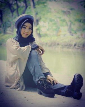 😊.Lagi cari boots kece untuk hangout atau photoshoot? Yuk langsung liat di @sportonlineshop29 sepatunya aman dan nyaman dipakai 👌..📷@rizphotowork ..#ClozetteID @daftarselebgramm#openendorse #model #fashionmodel #modelhijab #ootd #vintage #openpp #photography #modelphotography #hijabphotoshoot #selebgram #daftarselebgram