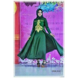 Suka banget sama gaun cantik dan glamour dari @houseofnonaninid 😍❤..👗 : @houseofnonaninid📷@boykephotowork@szmodelmanagementBeauty Fair 2018 @itcsurabayamegro..#ClozetteID#daftarselebgram #openendorse #freeendorse #openpp #gaunpestamuslimah #OOTD #fashionhijab #FASHIOMODEL #modelhijab #modelphotoshoot #modelfoto #gaunmuslimah #gaunpesta