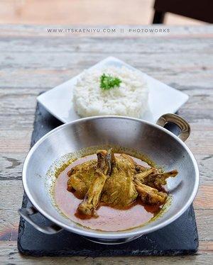 Bulan puasa sebentar lagi yaa.. Gastromaquia, Senopati, Jakarta punya menu terbaru khusus di bulan Ramadhan nih! . Salah satunya Acehnese Chicken Curry ini. Enak banget, gurih dan kaya rempah. 👌😍 . Penasaran sama menu lainnya?  Check out my blog ya! Linked at my bio. . 📍Gastromaquia Resto @gastromaquia  Jalan Ciniru I No. 1, Jakarta Selatan . 💰75k . #ClozetteID #ClozetteIDReview #GastromaquiaReview #GastromaquiaXClozetteIDReview #RamadhanMenu #RamadhanSpecials  #Bukber #BukaBersama #BukaPuasaBersama #Gathering