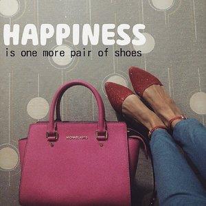 Never enough 😀 #repost #COTW #ClozetteID # #SHOESLOVER #shoes #sneakers #highheels #clogs #flatshoes #flatform #boots #wedges #fotd #motd #lotd #flatlay #fashion
