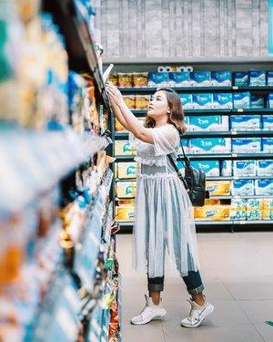 Guys kalian kalau ke supermarket paling suka bagian rak yang mana? Kalau aku, of course Snack! Soalnya ga tahan sama makanan apalagi ciki yg asin-asin wkwkwk . .  Btw, i'm wearing tile dress from @berrybenka . . 📸: @vincentzojoski  #ootdlidya #ootd #outfits #fashion #outfitinspiration #style #outfitoftheday #clozetteid #outfitideas #meandberrybenka #berrybenkalook #dresstile #dress #whiteoutfit #tile