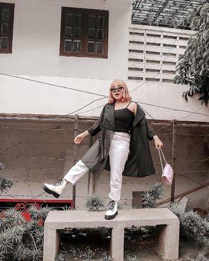 Back to monochrome 🖤🤍 . .  #ootlidya #ootd #fashionstyle #streetstyle #clozetteid #monochromeoutfit