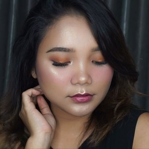 Smokey Orange look 💗 . .  Di video kali ini aku pakai produk2 yg hampir semua nya aku baru cobain. Dan thanks to @yuliafirstian and @amandasmess buat minjemin beberapa produk makeup nya 🖤 . . .  Detail : - @fentybeauty pro filter instant retouch primer - @chanel.beauty Perfection lumiere - @tartecosmetics shape tape concealer shade natural light - @minisoindo beauty stick contouring - @amaranthineindonesia loose powder shade beige - @minisoindo automatic eyebrow pencil (light coffee) - @maybelline brow precise mascara  medium brown - Minuet eyeshadow palette by @vinnagracia & @cindercella - @colourpopcosmetics MAR eyeshadow palette - @stilacosmetics glitter and glow liquid eyeshadow - @benefitindonesia hoola bronzer - @mizzucosmetics blush on ( scarlet bloom) - @fentybeauty highlighter duo - @diormakeup @dior Lip tatoo . . .  #makeup #tutorial #beauty #beautyenthusiast #beautybloger #smokeymakeup #smokeyorange #motd #makeupjunkie #clozetteid #indobeautysquad @indobeautysquad