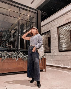 Happy Sunday 🥰 . . 📸: @olin.dnd using her phone . . .  #ootdlidya #ootd #outfits #fashion #outfitinspiration #style #outfitoftheday #clozetteid #outfitideas #streetstyle #fashionstreet #ootdstreet #explorejakarta #jakartafashion #meandberrybenka