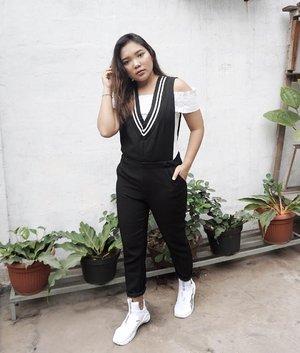 dadi wanita sing mangerteni tatakrama yen pengin ditampa.. . . 📍Rumah Ortu Pacar . . .  Captured by : @senator_vcj . . .  #ootd #outfitoftheday #fashionstyle #fashion #style #clozetteid #fashionenthusiast #fashionblogger #lookbookindonesia #berrybenkalook #meandberrybenka #bproject2017