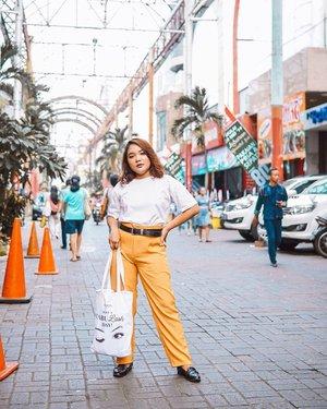 Hi! Gimana hari senin kalian? Secerah outfit aku kali ini kah? ✌️ . .  #ootdlidya #ootd #outfits #fashion #outfitinspiration #style #outfitoftheday #clozetteid #outfitideas #streetstyle #fashionstreet #ootdstreet #explorejakarta #jakartafashion