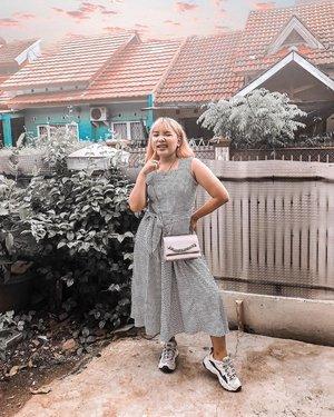 Banyak yg salfok sama #ootdlidya di tiktok kemarin. Jadi ini rok nya punya mamake wkt muda. Segala blazer juga punya mamake.. . . .  #ootd #dirumahaja #fashion #momoutfit #clozetteid #dress #style