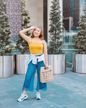 Happy Sunday 💛 .  Tap for #ootd details . . 📸 : @mel_zh .  #ootdlidya #ootd #outfits #fashion #outfitinspiration #style #outfitoftheday #clozetteid #outfitideas #streetstyle #fashionstreet #ootdstreet #explorejakarta #jakartafashion #summer #summerootd #yellow #yellowoutfit #mango #mangogirls #mangolovesindonesia