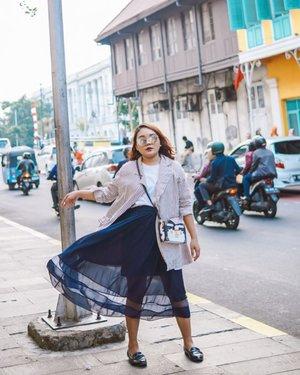 Ketagihan buat #explorejakarta .  Btw selamat masuk kerja normal lg semua warga jkt! . . .  #ootdlidya #ootd #outfits #fashion #outfitinspiration #style #outfitoftheday #clozetteid #outfitideas #streetstyle #fashionstreet #ootdstreet #explorejakarta #jakartafashion