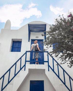 Santorini ala Jogja 💙  .  Dress nya beli di pasar solo cuma 25k 😝 . .  #bhumimerapi #ootdlidya #clozetteid #explorejogja #santorini