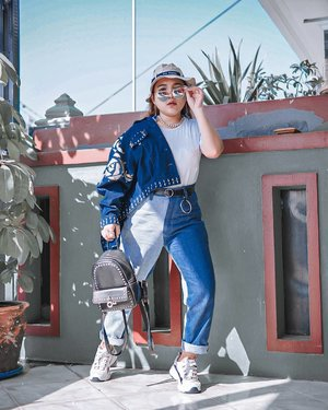 Denim never fail 💙  Btw kali ini #1010ootd aku menggunakan 10 item fashion berikut ini :  1. Bucket hat 2. Sunglasses 3. Earring  4. Chain necklace  5. White Tshirt  6. Denim jacket  7. Belt  8. Denim pants  9. Bagpack 10. Sneakers . . .  #zilingo1010zalebration #1010ootd #ootd #outfits #fashion #outfitinspiration #style #outfitoftheday #clozetteid #outfitideas #streetstyle #fashionstreet #ootdstreet #explorejakarta #jakartafashion