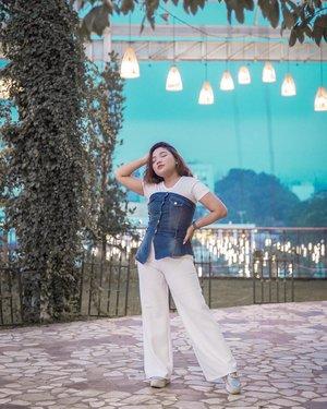 Akhirnya aku tau knp namanya Paris Van Java, keindahannya sudah menjawab. . . 📸: @amandasmess . . .  #ootd #ootdlidya #outfits #fashion #bandung #parisvanjava #outfitinspo #outfitinspiration #fashionstyle #style #pvjbandung #clozetteid #indobeautysquad
