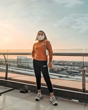 Warm 🌆  . .  #ootdlidya #ootd #fashion #style #clozetteid #sporty #orangestyle
