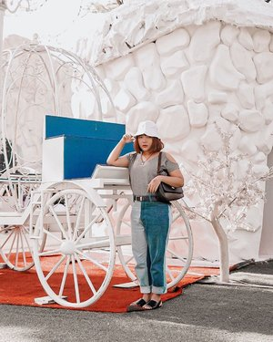 Casual Cinderella 😋 . . .  #ootdlidya #ootd #outfits #fashion #outfitinspiration #style #outfitoftheday #clozetteid #outfitideas #streetstyle #fashionstreet #ootdstreet #explorejakarta #jakartafashion
