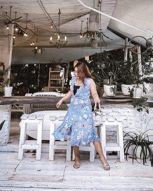 Kangen liburan . .  #ootdlidya #ootd #outfits #fashion #outfitinspiration #style #outfitoftheday #clozetteid #outfitideas #streetstyle #fashionstreet #ootdstreet #explorejakarta #jakartafashion