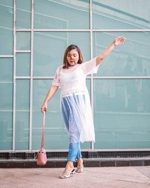 Terus Melangkah .... .  Tile dress : @berrybenka . .  #ootdlidya #ootd #outfits #fashion #outfitinspiration #style #outfitoftheday #clozetteid #outfitideas #streetstyle #fashionstreet #ootdstreet #explorejakarta #jakartafashion #CHARLESKEITH_ID