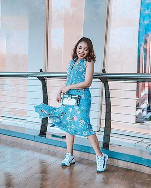 💃🏼 . . . #ootdlidya #ootd #outfits #fashion #outfitinspiration #style #outfitoftheday #clozetteid #outfitideas #streetstyle #fashionstreet #ootdstreet #explorejakarta #jakartafashion #summer #summerootd #bluedress #mango #mangogirls #mangolovesindonesia