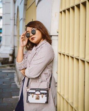 Explore Jakarta yg selanjutnya adalah Kota Tua! Pasti uda pada tau lah ya, secara iconic bgt! Siapa yg blm pernah foto di kota tua? Atau ada yg tau ga ini dibagian sebelah mana? . 📸 : @olin.dnd . .  @ayladimitri @_kramakala  #ootdlidya #ootd #outfits #fashion #outfitinspiration #style #outfitoftheday #clozetteid #outfitideas #streetstyle #fashionstreet #ootdstreet #explorejakartawithayladimitri #explorejakarta #jakartafashion #videoootd #videofashion #fashionvideo