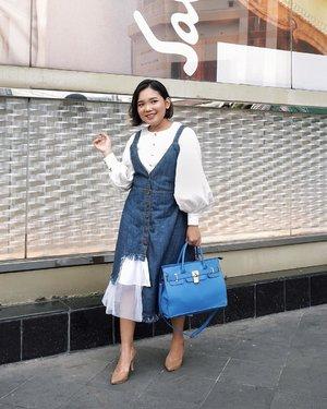 Today's outfit for #JFW2019 wearing denim skirt from @myfavouriteitems_id i really like it 🖤 . . . 📷 : @hanjizah . .  #ootd #ootdlidya #outfitoftheday #jakartafashionweek2019 #jakartafashionweek #fashionstyle #denim #denimstyle #fashion #Clozetteid