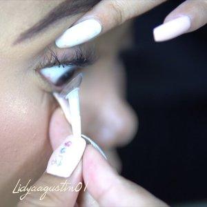 ❗️NEW VIDEO ALERT ❗️ .  Kali ini aku mau review contact lens atau soflens bening yang bernama Seed Contact Lens! Sebelumnya aku dapat project ini dari Clozette Indonesia. Setelah aku pakai contact lens ini seharian, ternyata hasilnya sangat memuaskan. mata ku yg sensitif sama sekali tidak merasa kering atau iritasi saat memakai softlens ini. MORE REVIEW KLIK LINK DI BIO AKU YA ❤️ . . .  #seed1daypure #seedcontactlensXclozetteidreview #clozetteid #clozetteidreview #lidyareview #makeup #beauty #beautybloggers #beautyenthusiast #makeupreview #makeupvideo #videotutorial