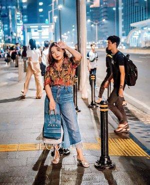 Kirain foto dijalan bagus siang doang gataunya malem juga bagus 🥰 . .  Btw jgn lupa aku masi ada giveaway.. cek hashtag #lidyabirthdaygiveaway ya . . .  #ootdlidya #ootd #outfits #fashion #outfitinspiration #style #outfitoftheday #clozetteid #outfitideas #streetstyle #fashionstreet #ootdstreet #explorejakarta #jakartafashion